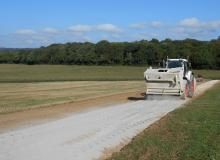traitement du sol en place phase d'épandage d'un liant routier