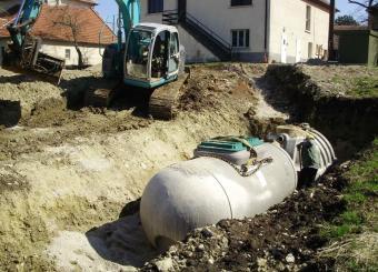 Mise en place sable pour enrobage des fosses avant remblaiements